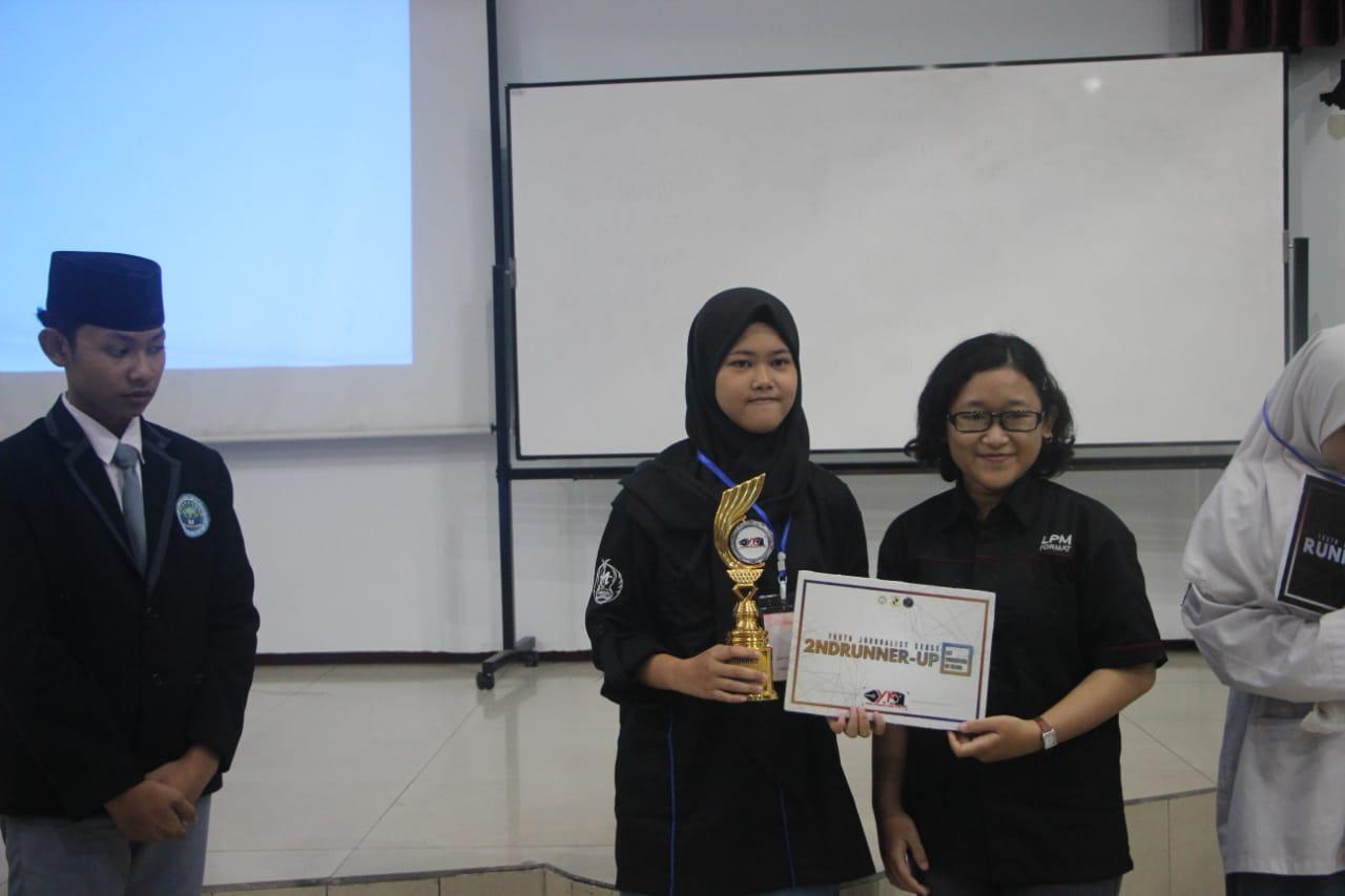 Tim Jurnalis SMAN 1 Mojosari Raih Juara II Lomba Penulisan Buletin di Unair Surabaya